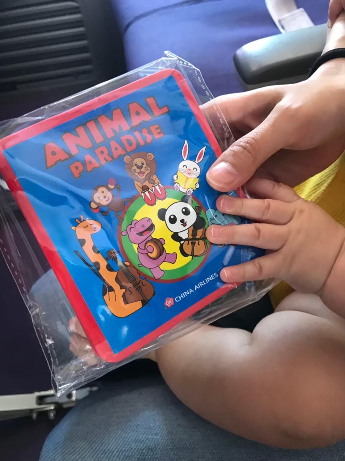 赤ちゃんの搭乗記念品は絵本